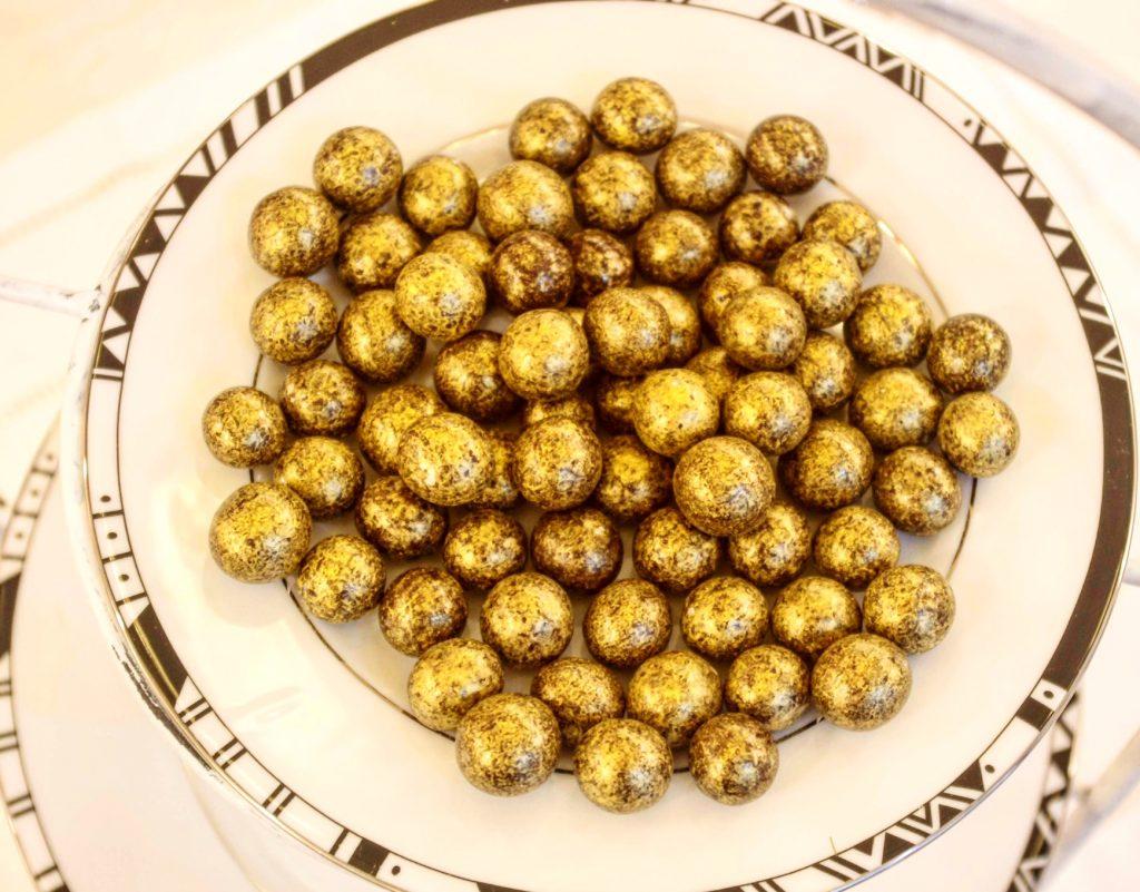 perles de noisettes dorées