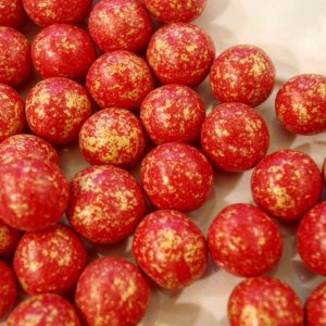 Dragées perles de noisette rouge et or 500g