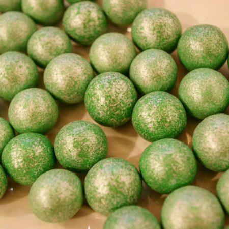 dragées noisette vert nacré