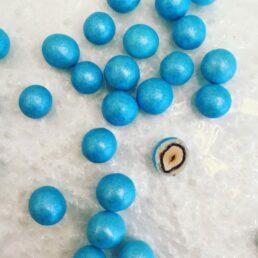 une perle de nacre et de chocolat