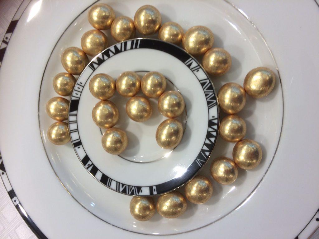perles dorées à la noisette