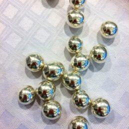 Dragées perles de noisette argentées
