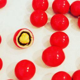 dragées noisette rouge