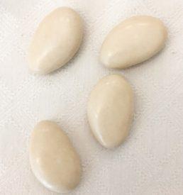 Dragées au chocolat noir couleur ivoire