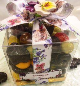 Méli-mélo de confiseries et chocolats noirs de Pâques