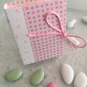Livre à dragées en carton rose ou bleu